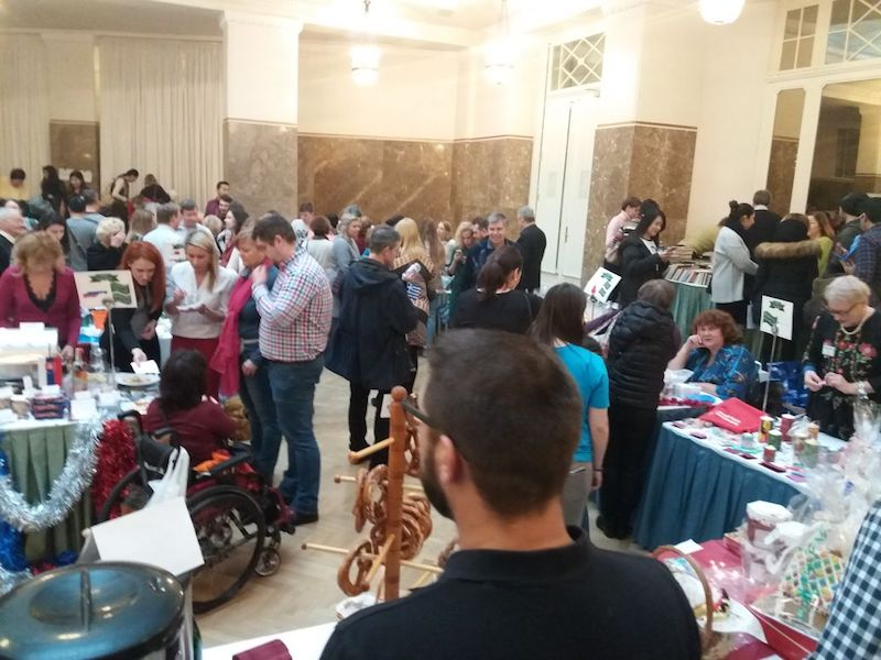 Il Winter Bazaar organizzato dall'International Women's Club all'hotel Astoria di San Pietroburgo